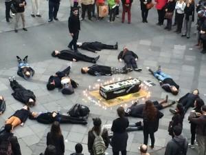 enterro-da-democracia-em-porto-alegre-11