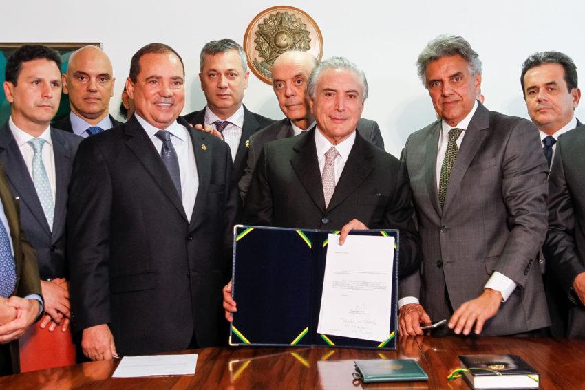 Brasília - DF, 31/08/2016. Presidente da República Michel Temer recebe notificação do Senado. Foto: Beto Barata/PR