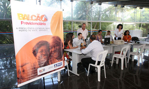 Balcão Previdenciário  Stand do Balcão Previdenciário da Secretaria de Administração da Bahia, atende a servidores públicos no saguão principal do prédio da governadoria.  Fotos: Mateus Pereira/Secom