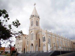Catedral-Nossa-Senhora-das-Vitórias-300x225