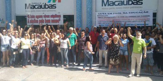 macaubas-servidores-ocupam-prefeitura-brumado-noticias-61