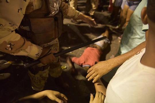 policial-atira-contra-foliao-em-salvador-36