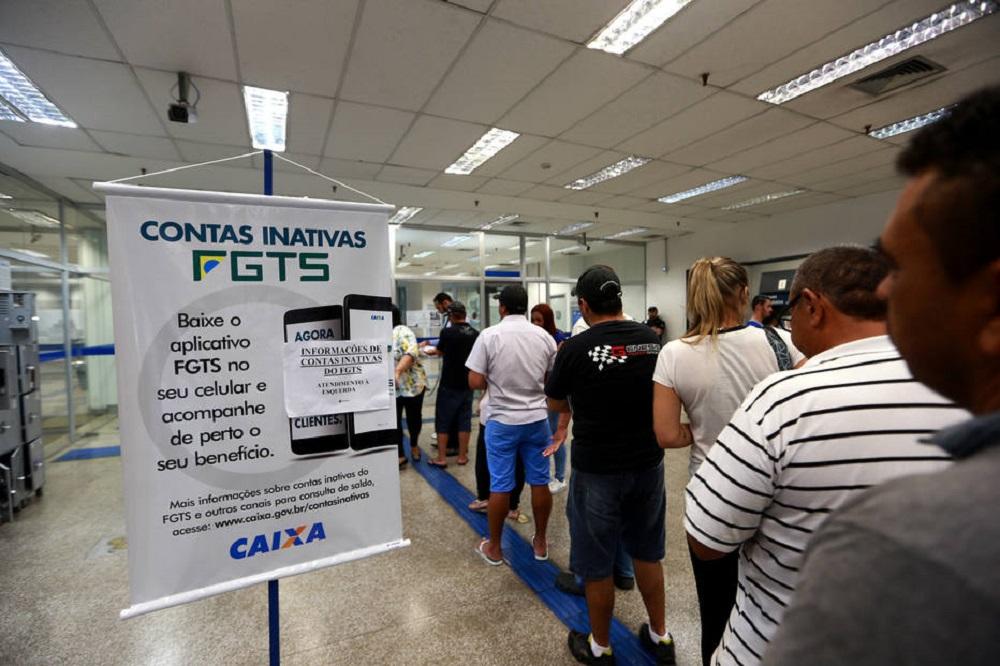 HR SÃO PAULO/SP 10/03/2017 FGTA CONTAS INATIVAS ECONOMIA - Movimento na agência da CEF no Largo da Concórdia, no Brás, para saque das contas inativasd do FGTS. FOTO: HÉLVIO ROMERO/ESTADÃO