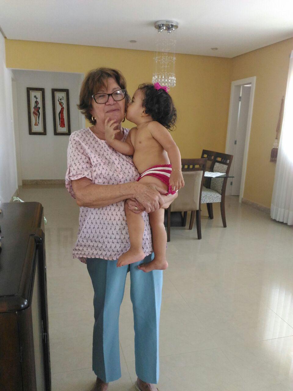 Sra. Antonieta com a bisneta Iara