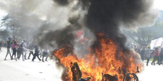 fogo-protesto-brasilia-77