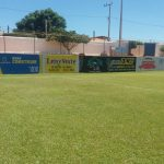 Muros pintados e o gramado